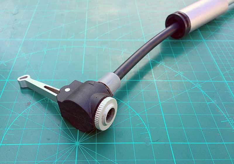 Главная фишка насоса -вытягивающийся из ручки наконечник на шланге