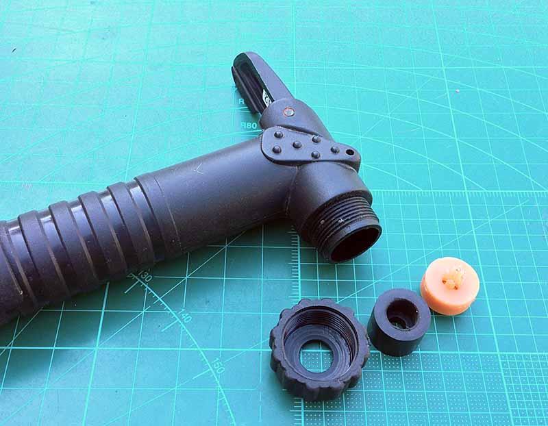 Насадка-перевертыш, можно использовать как под велониппель Presta, так и под автомобильный ниппель Sraeder