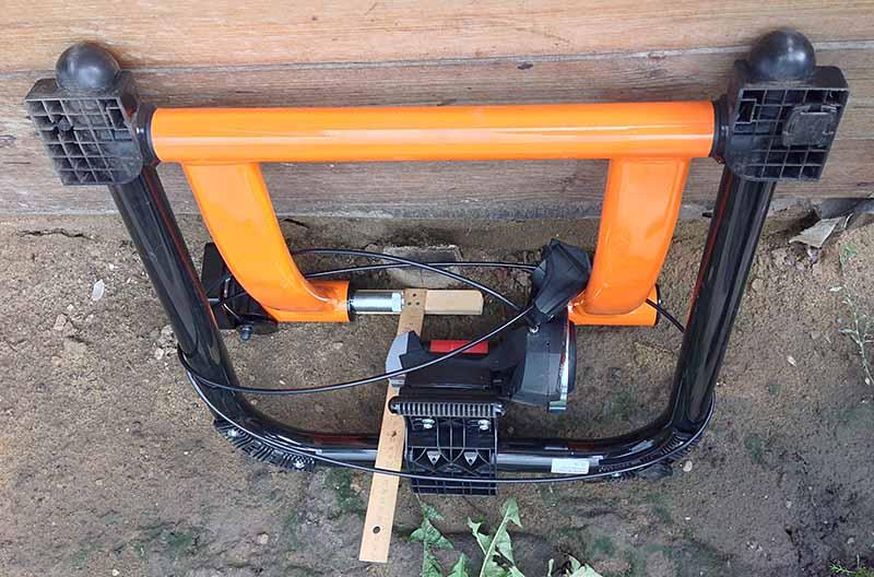 Ширина сложенного велостанка - турбо-трейнера Indoor Magnetic Bike Cycling Home Trainer Elite SuperCrono Power Mag ElastoGel около 25 сантиметров