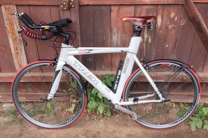 Седло Brooks Team Pro Chrome установленное на велосипед для триатлона TREK Equinox E7