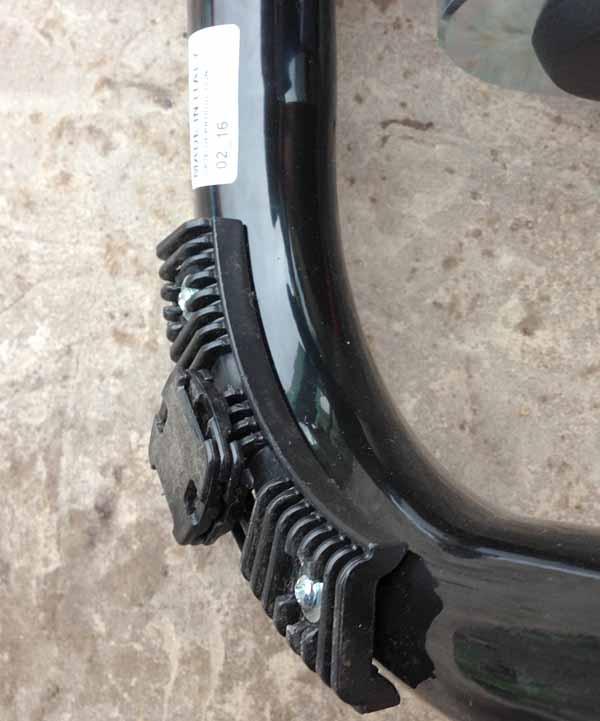 Специальные ножки сзади для регулировки уровня велостанка - турбо-трейнера Indoor Magnetic Bike Cycling Home Trainer Elite SuperCrono Power Mag ElastoGel