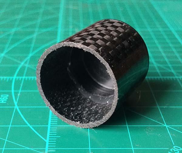 Трубка кронштейна велосипедного крепления на руль сделана из карбона