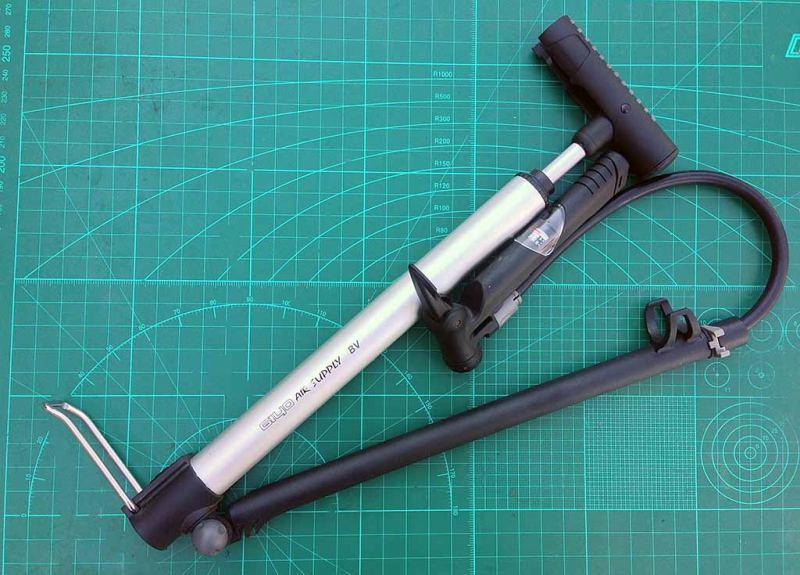 Велосипедный насос для шоссейников и горынх велосипедов Giyo Micro Pump GM-821 полностью готов к работе