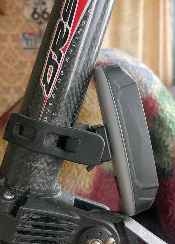 Задний LED фонарь можно установить прямо над крылом велосипеда или выбрать другое место