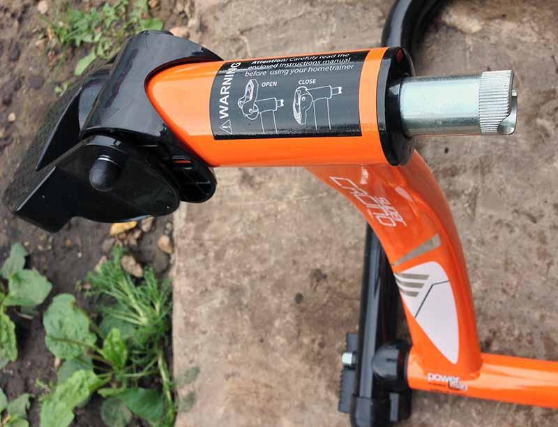 Защелка удержания задней оси велосипеда на велостанке - турбо-трейнере Indoor Magnetic Bike Cycling Home Trainer Elite SuperCrono Power Mag ElastoGel