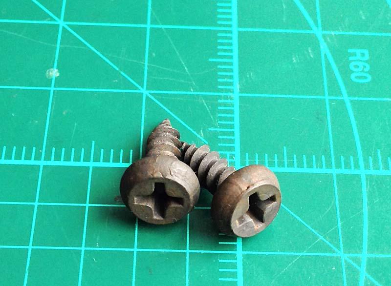 Как сделать шипы на обувь из обычных шурупов из хозмага. Цена вопроса - 10 рублей 00 копеек за 20 шипов.