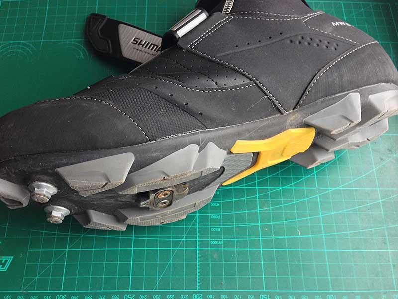 Если ваши велоботинки скользят: как сделать шипы на обувь, чтобы обувь и ботинки не скользили по льду. Цена вопроса - 10 рублей 00 копеек за 20 шипов.