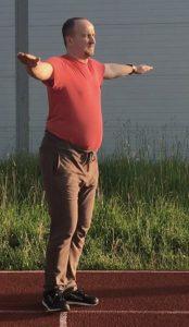 1-Зарядка и упражнения для похудения - Вращение вокруг своей оси с раскинутыми руками